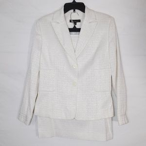 Larry Levin Textured White Skirt Suit size 10